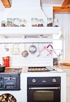 Ideas and inspiration Kitchen Cart, Kitchen Dining, Hill Country Homes, Classic Interior, Cottage Living, Restaurant, How To Plan, The Originals, House