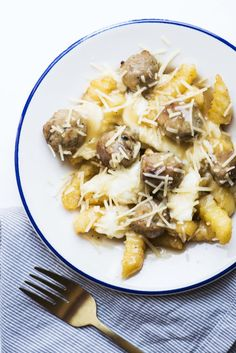 Meatball Poutine 11 Mouthwatering Meatball Recipes That Don't Involve Spaghetti Meatloaf Recipes, Meatball Recipes, Meat Recipes, Cooking Recipes, Recipies, Dinner Recipes, Salisbury Steak Meatballs, Homemade French Fries, Buzzfeed Tasty