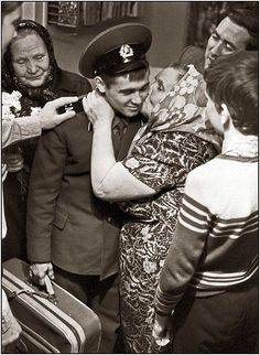 A Soviet Army soldier returns home, receiving a grand welcome by his family.