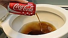 You love Coca Cola? You should know these 20 facts Coca cola is known to be the world`s best-selling soda brand. Unfortunately, you may be surprised from Household Cleaning Tips, Deep Cleaning Tips, Toilet Cleaning, House Cleaning Tips, Spring Cleaning, Cleaning Hacks, Bathroom Cleaning, Cleaning Products, Cleaning Quotes