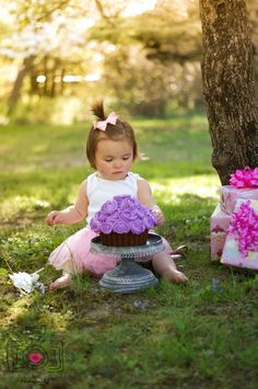 First birthday pictures, Photography - great idea for a smash cake using the cupcake cake mold