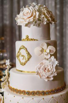 Angela & Angel Wedding Cake   #delicatessepostres #wedding #weddingcake #postres #sugarflowers #panama #love #bodaspanama #bodas #sugarart #cakeart Elegant Cakes, Sugar Art, Sugar Flowers, Cake Art, Panama, Wedding Cakes, Angel, Romantic, Deserts
