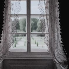 '' not everyone knew of the existence of the Black's secret gardens. and for that reason he was so unique and magical. Twilight, White Spirit, Victorian London, Fleet Street, The Secret History, House On A Hill, Anne Of Green Gables, Pride And Prejudice, White Aesthetic