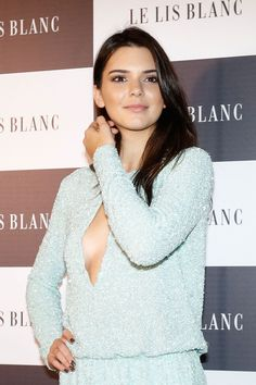 kendall-jenner-at-le-lis-blanc-cocktail-party-in-sao-paulo_22.jpg (1200×1800)