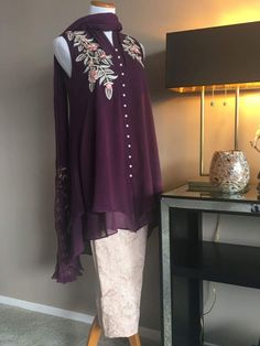 Sarah Pakistani Wedding Outfits, Pakistani Dresses, Indian Dresses, Stylish Dresses For Girls, Nice Dresses, Casual Dresses, Frock Fashion, Fashion Dresses, Indian Designer Outfits