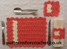 Free Place setting Crochet Pattern from http://www.patternsforcrochet.co.uk/place-setting-usa.html Can be made in the colours to match your kitchen. #patternsforcrochet