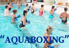 El aquapunching o aquaboxing, es una actividad fitness que combina movimientos de artes marciales y de disciplinas como el Body combat, pero que en este caso se realizan en una piscina.