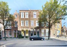 Te koop: Kempenlandstraat 3, 's-Hertogenbosch - Hendriks Makelaardij - Een karakteristiek pand, op loopafstand van de binnenstad. Deze ruim bemeten bovenwoning van ca. 122 m2 bestaat uit twee verdiepingen en biedt veel leefruimte. Kenmerkend van deze woning zijn de originele paneeldeuren, wit geschilderde houten vloeren, hoge plafonds en grote raampartijen wat zorgt voor veel lichtinval.