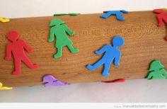 manualidades-foamy-goma-eva-niños-estampar-formas-rodillo-cocina (2)