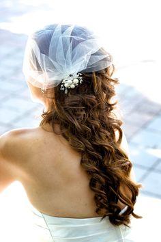 The curliest of curls for this bride on her wedding day: http://onthegobride.com/2015/03/backyard-garden-wedding-victoria-british-columbia/#prettyPhoto || http://deannamccollum.com/