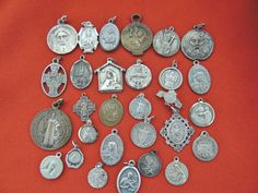 LOT 2.8 ANTIQUE/VINTAGE CATHOLIC MEDALS VIRGIN, SAINTS, RELIC MEDAL MIXED LOT