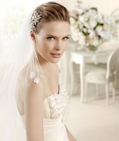 MIDAS » Wedding Dresses » 2013 Glamour Collection » La Sposa (close up)