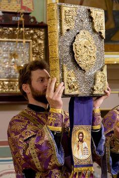 Catholic Orthodox The Liturgy of St John Chrysostom Faith Of Our Fathers, John Chrysostom, Sun Worship, Russian Orthodox, Orthodox Christianity, Orthodox Icons, Sacred Art, Kirchen, Religious Art