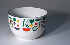 Kaj Franck Arabia Enamel Vegetable Pattern Mixing/Salad Bowl: Originally produced by Finel, Kaj Franck's enamel bowls have become hugely popular and iconic. This hard to find design is one of many produced and features a vegetable motif. It can be used for salads, mixing or just as decoration.