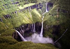 Visit Reunion Island: Top 20 Things to Do and See - 2018 - BonAdvisor Places To Travel, Places To See, Voyage Reunion, Les Seychelles, Places Of Interest, What A Wonderful World, Holiday Travel, Beautiful Landscapes, Wonders Of The World