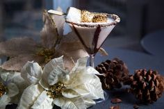 These Christmas Martini Recipes Will Up Your Holiday Celebration - Dolly Spratt - These Christmas Martini Recipes Will Up Your Holiday Celebration image - Christmas Martini, Christmas Cocktails, Holiday Drinks, Holiday Desserts, Fun Drinks, Holiday Recipes, Beverages, Party Drinks, Martini Party
