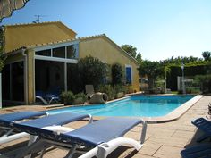 Location de vacances  Le Soleillant  3* tout confort avec piscine  à 84800 l'Isle Sur La Sorgue http://www.locations-de-provence.com