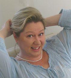 Hei, minä olen Riitta Lehto, graafisen suunnittelun moniosaaja Vantaalta. Tervetuloa tutustumaan Pinterest CV:heni!