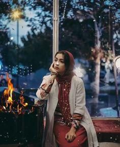 Beautiful Women Videos, Beautiful Gif, Beautiful Hijab, Cute Love Gif, Cute Love Songs, Beautiful Girl Photo, Beautiful Girl Image, Sad Girl Photography, Cute Instagram Pictures