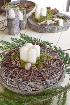 Advent wreath ideas make DIY yourself: of course quickly made. Advent wreaths from nature. Outdoor Christmas Decorations, Christmas Centerpieces, Winter Wonderland Christmas, Christmas Crafts, Gold Christmas, Christmas Tree, Advent Candles, Minimal Christmas, Natural Christmas