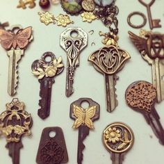 DIY - use E-6000 to glue vintage jewelry findings onto keys  #steampunk
