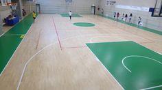 Tra le forniture di Dalla Riva Sportfloors alla struttura liceale di Bergamo figurano anche i canestri di gioco