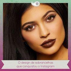 """Como várias tendências de beleza essa também foi mania da dupla Kylie Jenner e Kim Kardashian. Trata-se da sobrancelha HD apelidada de """"Instagram Eyebrow"""". O desenho da sobrancelha começa quase inaparente e depois fica escuro bem marcadinho com o olhar bem arqueado. Sucesso total né? ____________________________ Venha cuidar do seu olhar com quem é especialista em sobrancelhas! Agende seu horário: 3636-5299   30916528 ou 9170-5299 (Whatsapp) by ateliealemdoolhar http://ift.tt/1NSmTlp"""