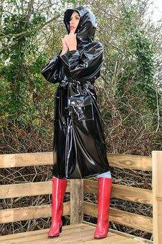 British manufactured high quality trenchcoats, capes, jackets overtrousers and a full range of festival clothing. Black Raincoat, Mens Raincoat, Pvc Raincoat, Plastic Raincoat, Imper Pvc, Wellies Boots, Rain Boots, Knee Boots, Black Mac