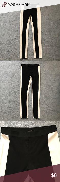 BCBGMAXAZRIA black & white leggings sz M Pre-owned BCBGMAXAZRIA black and white leggings - Style Sasha. Size M. Comes from a smoke free home. BCBGMaxAzria Pants Leggings