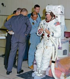 Neil Armstrong The Moon Missions Channel. Apollo 11 moon landing with rare photos of Neil Armstrong and the crew. Apollo Space Program, Nasa Space Program, Astronauts In Space, Nasa Astronauts, Apolo Xi, Programa Apollo, Apollo Missions, Neil Armstrong, Space Race