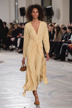 Jacquemus Fall 2018 Ready-to-Wear Fashion Show Collection