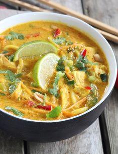 Thai ramen soup with chicken - .- Thai ramen soup with chicken – – # Elna'sHühneruppe Thai ramen soup with huh Crockpot Recipes, Soup Recipes, Chicken Recipes, Cooking Recipes, Indian Food Recipes, Asian Recipes, Ethnic Recipes, Pollo Thai, Vegetarian Ramen Recipe