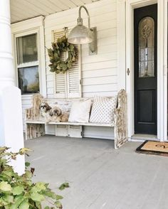 Vintage Home Vintage Farmhouse Porch Decorating Ideas - Page 11 of 57 Country Front Porches, Southern Porches, Country Porch Decor, Rustic Farmhouse, Farmhouse Style, Farmhouse Design, Farmhouse Lighting, Building A Porch, Building Homes