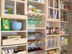 10 Steps to an Orderly Kitchen. awesome article!!