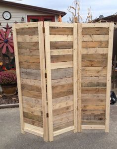 Craft Room Storage: Unique Solutions - Pallet Room Divider (image)