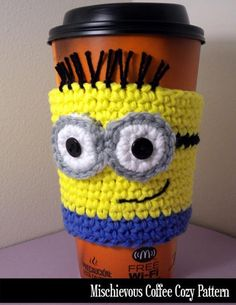 Mischievous Minon Coffee Cozy - crochet pattern - since Hudson told me about Minions - now I see them all over! Coffee Cozy Pattern, Crochet Coffee Cozy, Crochet Cozy, Crochet Motifs, Crochet Gifts, Cute Crochet, Crochet Patterns, Yarn Projects, Crochet Projects