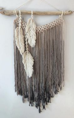 Modern Macrame Feather Wall Hanging/Macrame Feathers/ Boho Feathers/ Customizable Neutral Macrame Feathers / Bohemian Feather Wall Hanging - Best Picture For diy furniture For Your Taste You are looking for something, and it is going to t - Macrame Wall Hanging Patterns, Large Macrame Wall Hanging, Yarn Wall Hanging, Wall Hangings, Free Macrame Patterns, Macrame Design, Macrame Art, Macrame Projects, Macrame Knots