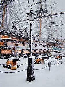 HMS Victory, in Portsmouth, England, when britain ruled the waves/ Bateau Pirate, Old Sailing Ships, Arte Online, Hms Victory, Man Of War, Wooden Ship, Submarines, Model Ships, Tall Ships