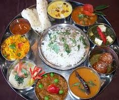 The Curious Case of the South Indian Thali North Indian Recipes, Indian Food Recipes, Asian Recipes, Vegetarian Recipes, Cooking Recipes, Vegetarian Lunch, South Indian Thali, Restaurant Indien, Nepal Food
