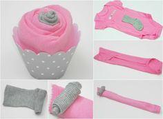 Cupcake aus Babykleider in Pink und Hellgrau - Anleitung