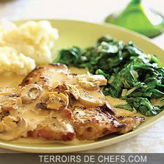 make sure to get good cut off veal and pounding it is necessary. This delicious veal scaloppine dish is topped with an impressive mushroom marsala sauce and is ready in 30 minutes. Veal Scallopini, Veal Cutlet, Chicken Scallopini, Veal Marsala, Marsala Sauce, Marsala Pasta, Marsala Wine, Chicken Marsala, Salads