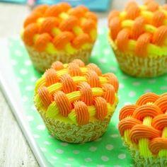 Wilton TriTone Star, 3 Shades of Citrus & Sunray Basketweave Cupcakes
