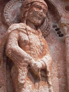 century tympanon Saint-Pierre in Collonges-la-Rouge - Heike Krings - Medieval Clothing, Medieval Art, England Germany, Masonic Symbols, Body Drawing, France, 12th Century, Lion Sculpture, Carving