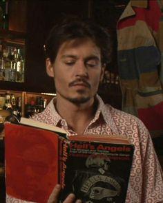 Johnn Depp/Hell's Angels - Celebrities reading about celebrities.