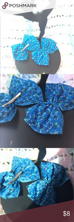 Spring 🌸 Bow Clips Set of 2 Bow clips featuring a flower pattern perfect to welcome SPRING! Clips are super cute and comfortable for the little ones or adults.  Clips can also be attached to any Paxi headband. Paxi Accessories Hair Accessories