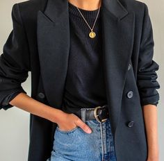 16 Chic and Easy Fall Outfit Ideas - Street Style - Modetrends Black Women Fashion, Look Fashion, Trendy Fashion, Korean Fashion, Winter Fashion, Womens Fashion, Fashion 2018, Fashion Spring, Cheap Fashion