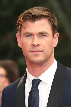 Chris Hemsworth attends the GQ Men of the Year awards. Snowwhite And The Huntsman, Hemsworth Brothers, Good Looking Actors, Hottest Male Celebrities, Celebs, Chris Hemsworth Thor, Gq Men, People Magazine, Attractive Men