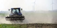 Le lien entre la maladie de Parkinson et les pesticides officiellement reconnu En savoir plus sur http://www.lemonde.fr/planete/article/2012/05/09/le-lien-entre-la-maladie-de-parkinson-et-les-pesticides-officiellement-reconnu_1698543_3244.html#HI3RAh889Aeya5V0.99