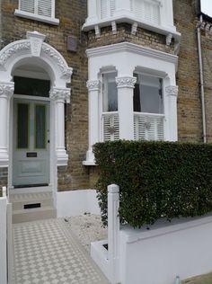 door colour and tiles Victorian Front Garden, Victorian Front Doors, Victorian Terrace House, Front Door Steps, House Front Door, Front Path, Terrace House Exterior, Dream House Exterior, Garden Ideas Terraced House