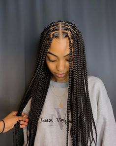 Beauty😍💞 Smedium knotless box braids, dm to book an appointment 💗 comment your thoughts☺️ Blonde Box Braids, Black Girl Braids, Girls Braids, Black Box Braids, Cute Box Braids, Box Braid Hair, Braided Hairstyles For Black Women, African Braids Hairstyles, Braided Hairstyles For Wedding